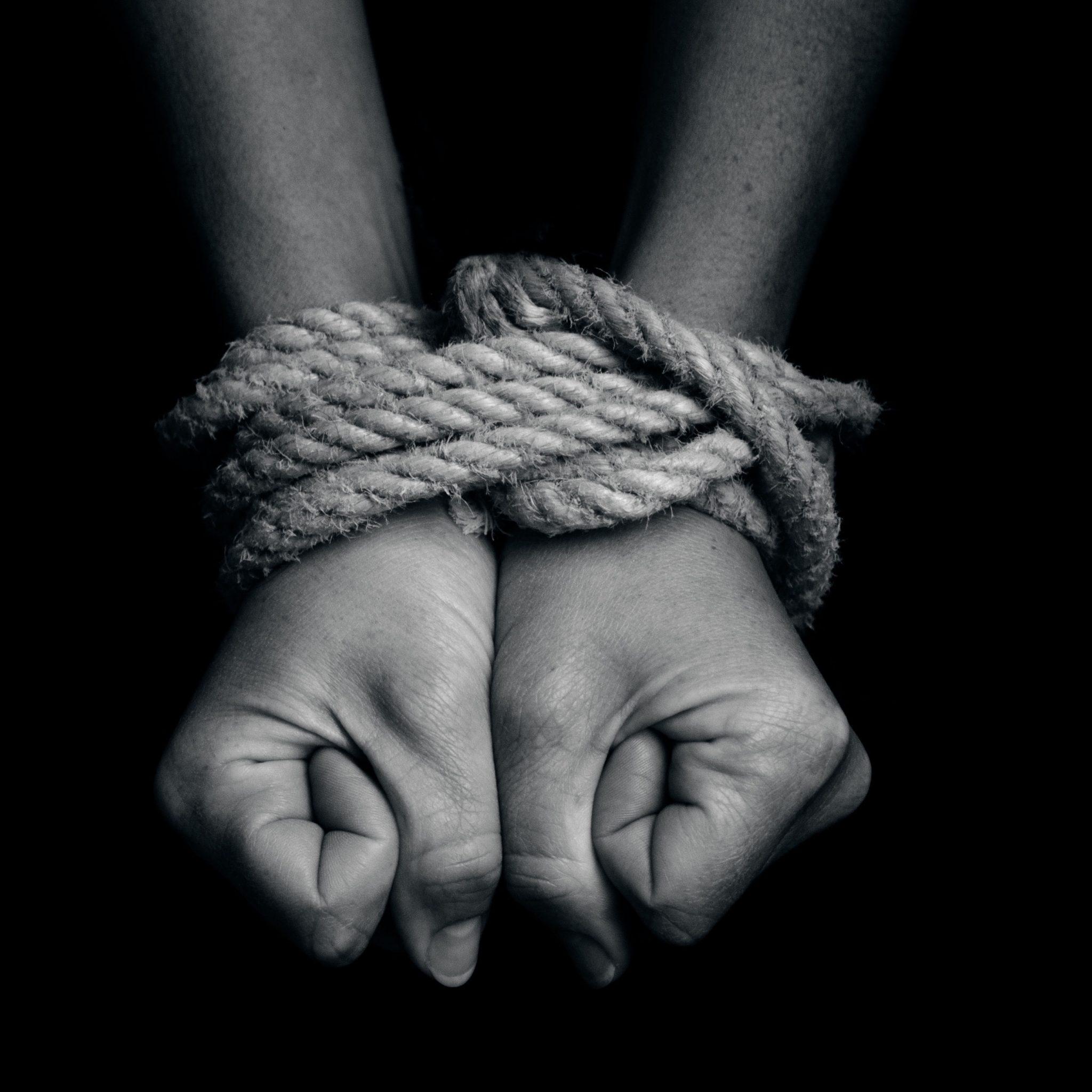 Un cetățean turc și două moldovence riscă 15 ani de privațiune de libertate, pentru trafic de ființe umane