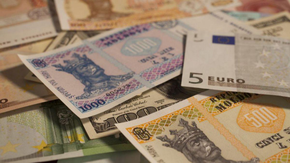 De mâine euro și dolarul american se vor scumpi