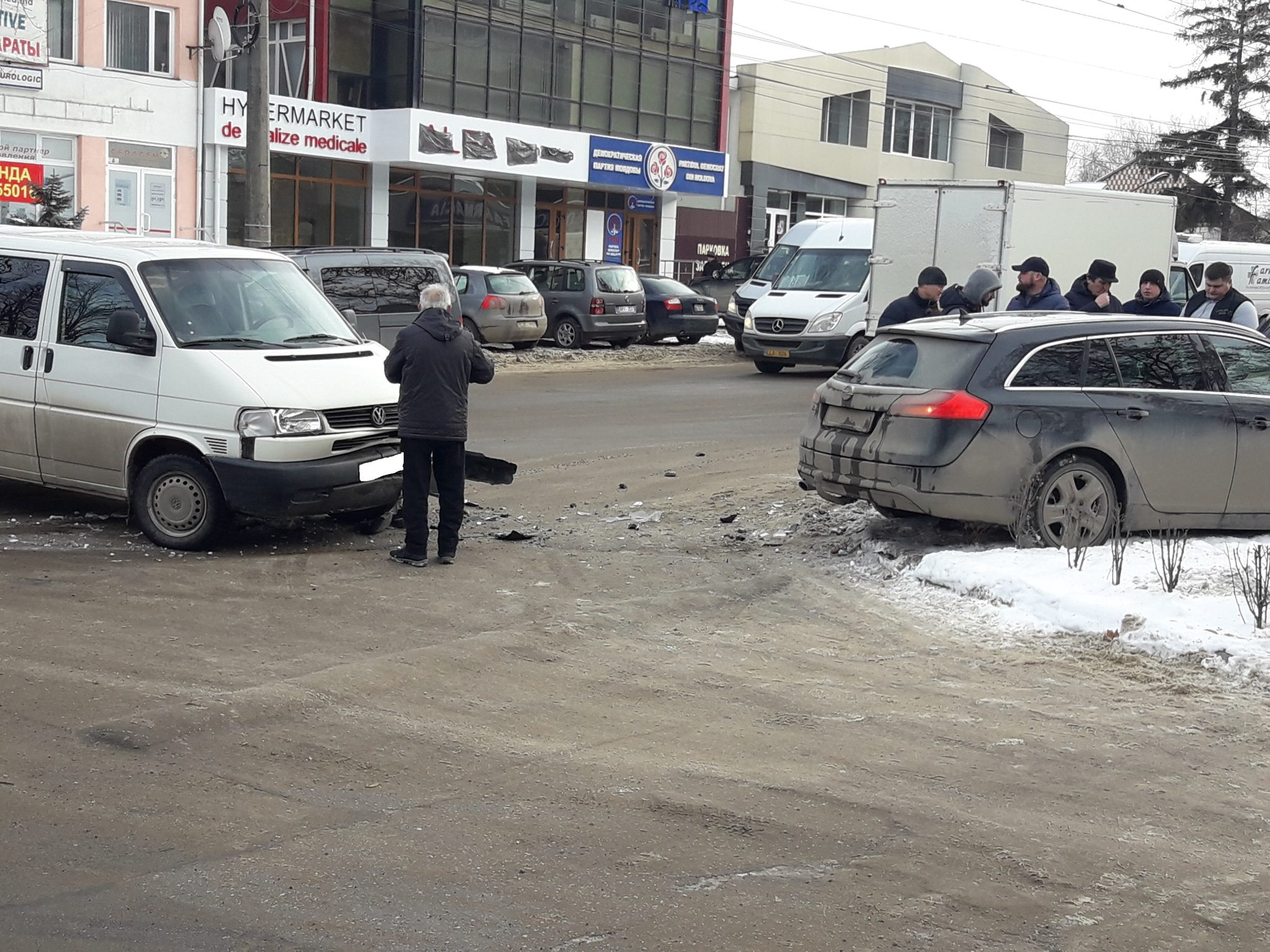FOTO/VIDEO   Accident rutier în fața sediului Partidului Democrat din Bălți