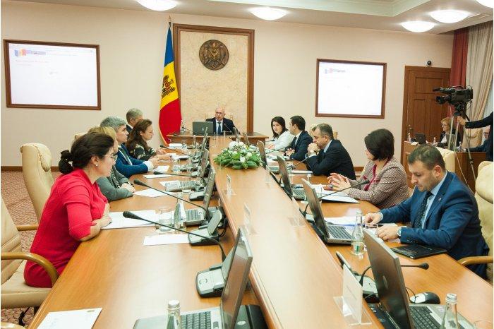 Cinci membri ai guvernului Filip au fost suspendați din funcție