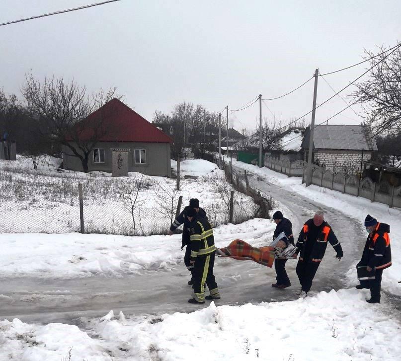 FOTO | Mai multe ambulanțe au fost deblocate de pompieri în timp ce se grăbeau spre pacienți