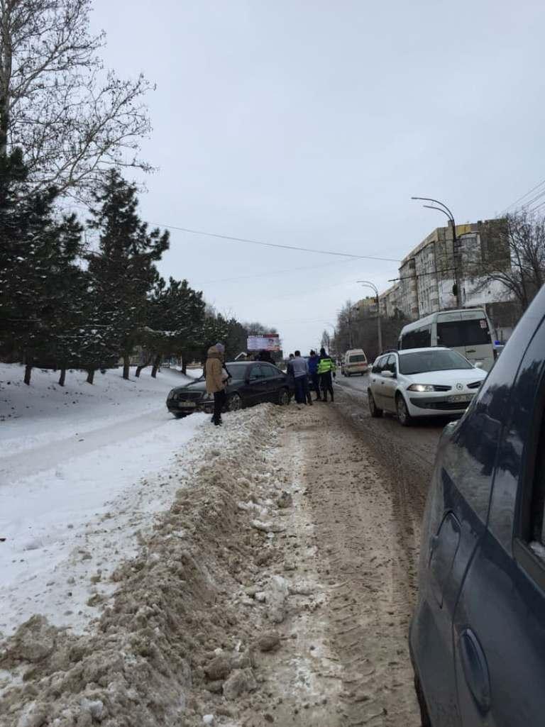 UPDATE | ФОТО | В Бельцах, по улице Болгарская была сбита девушка