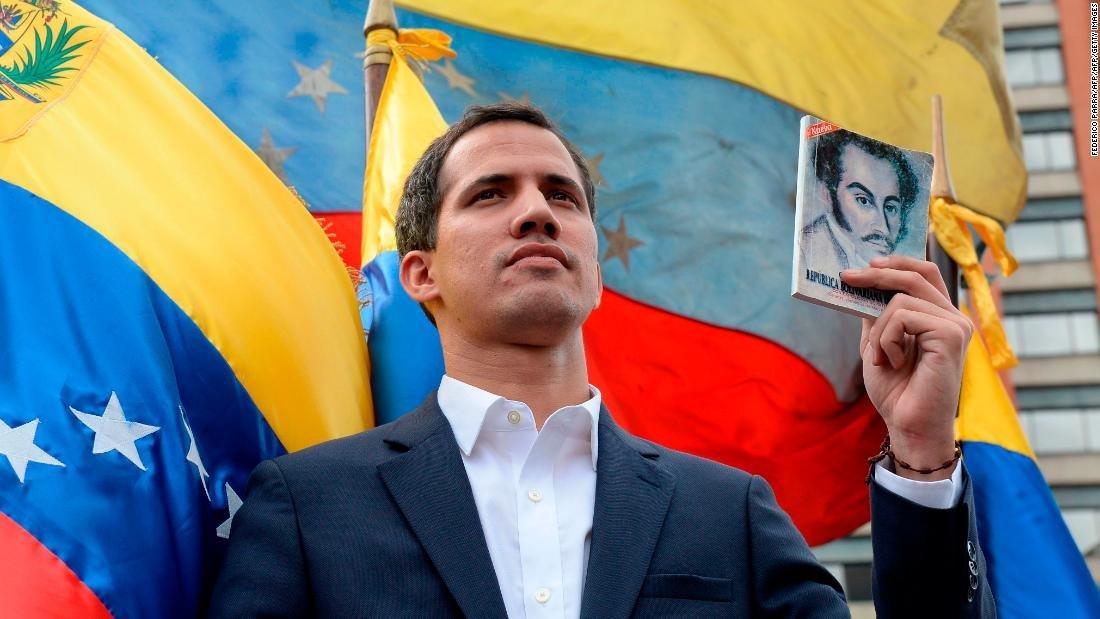 """Preşedintele Parlamentului venezuelean s-a autoproclamat """"preşedinte în exerciţiu"""""""