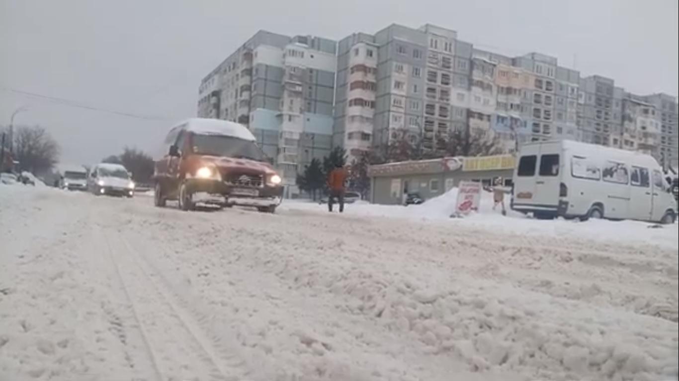 VIDEO | Orașul Bălți împotmolit în zăpadă