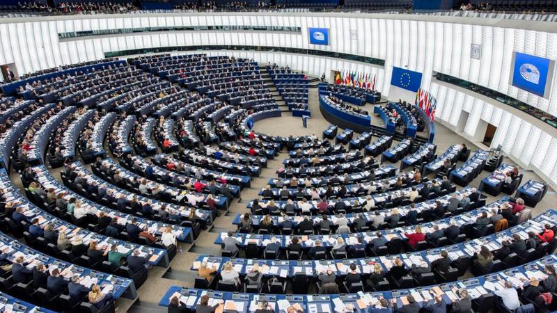 A fost adoptat proiectul privind îngheţarea fondurile europene în cazul ţărilor membre care nu respectă statul de drept