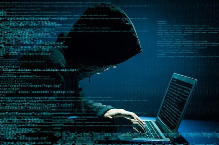 Sute de politicieni germani, victime ale pirateriei informatice. Printre ei se află și Merkel