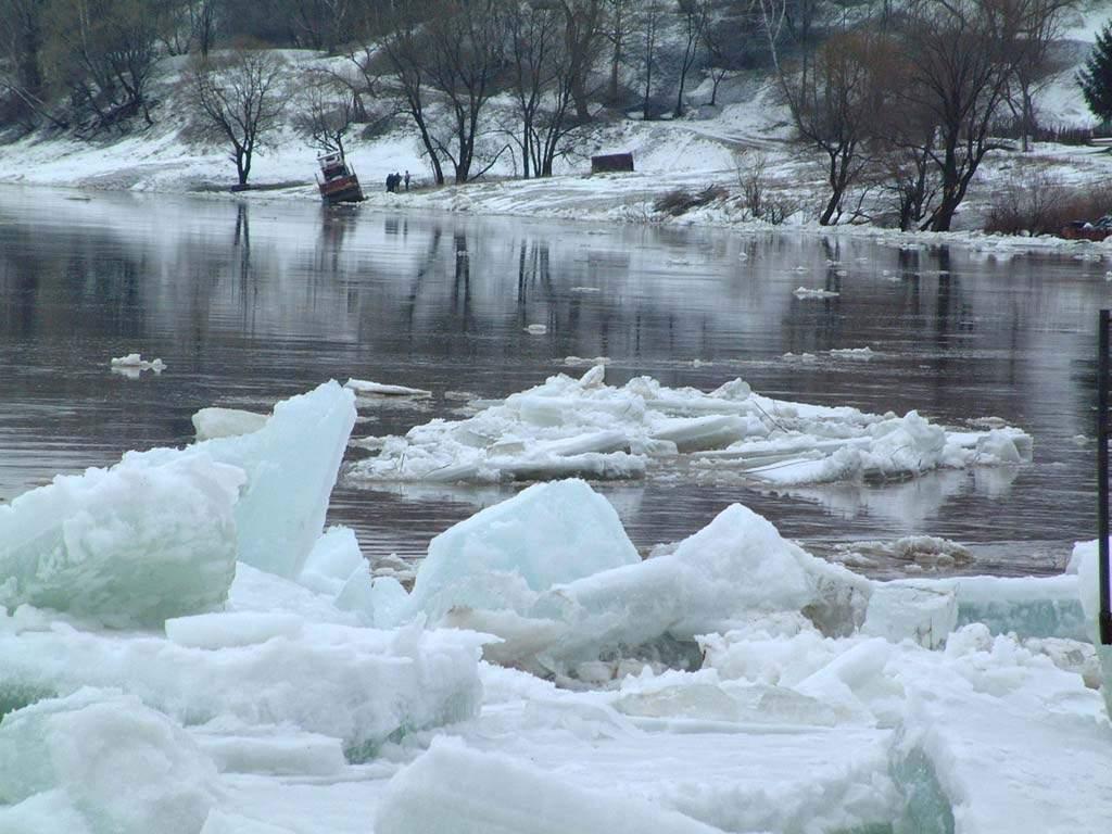 IGSU avertizează că  în zilele următoare se va distruge gheața de pe lacuri