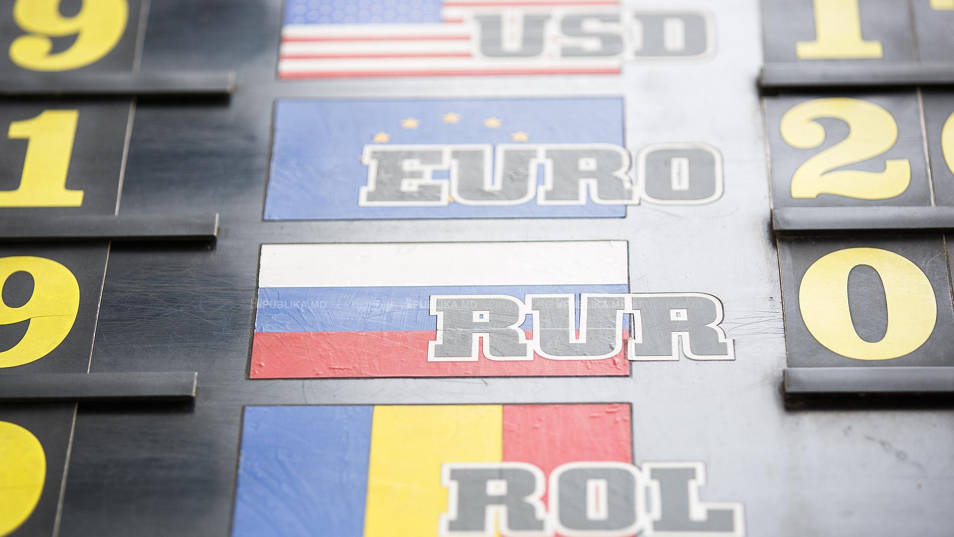 Euro și dolarul se vor ieftini