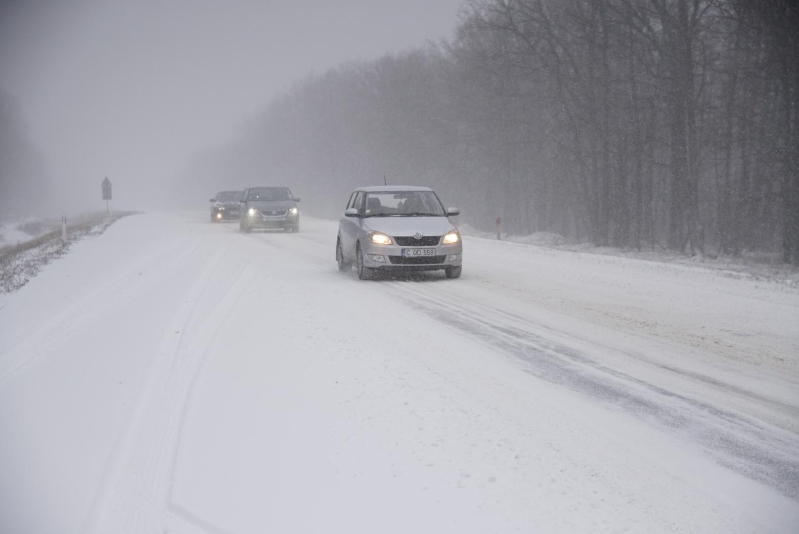 Salvatorii îi îndeamnă pe șoferi să fie precauți în următoarele zile