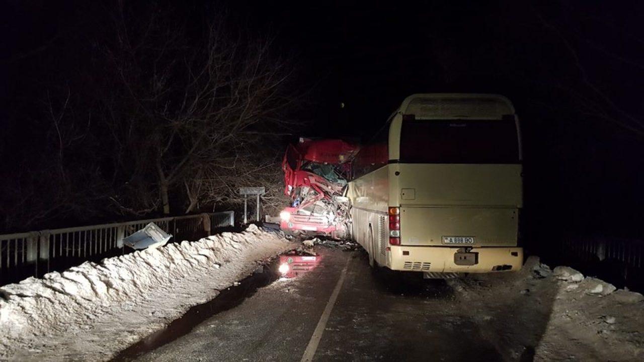 Un autobuz de pe ruta Tiraspol-Moscova, implicat într-un accident în Ucraina. Două persoane au murit
