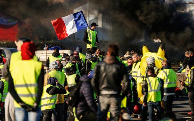 Proteste violente ale Vestelor Galbene. Un manifestant a rămas fără una dintre mâini