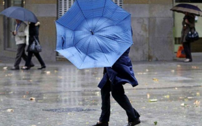 Meteorologii au anunţat Cod Galben de vânt