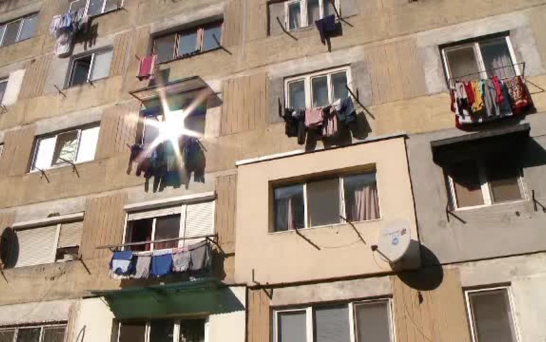 O femeie a murit la Bălți. A vrut să înșire rufe, dar a căzut de la balcon