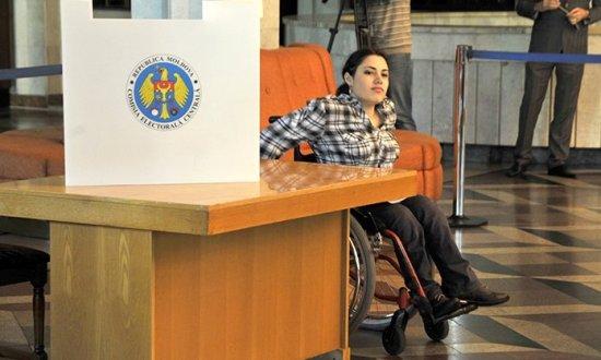 Accesul în secțiile de vot rămâne o provocare pentru persoanele cu dizabilități