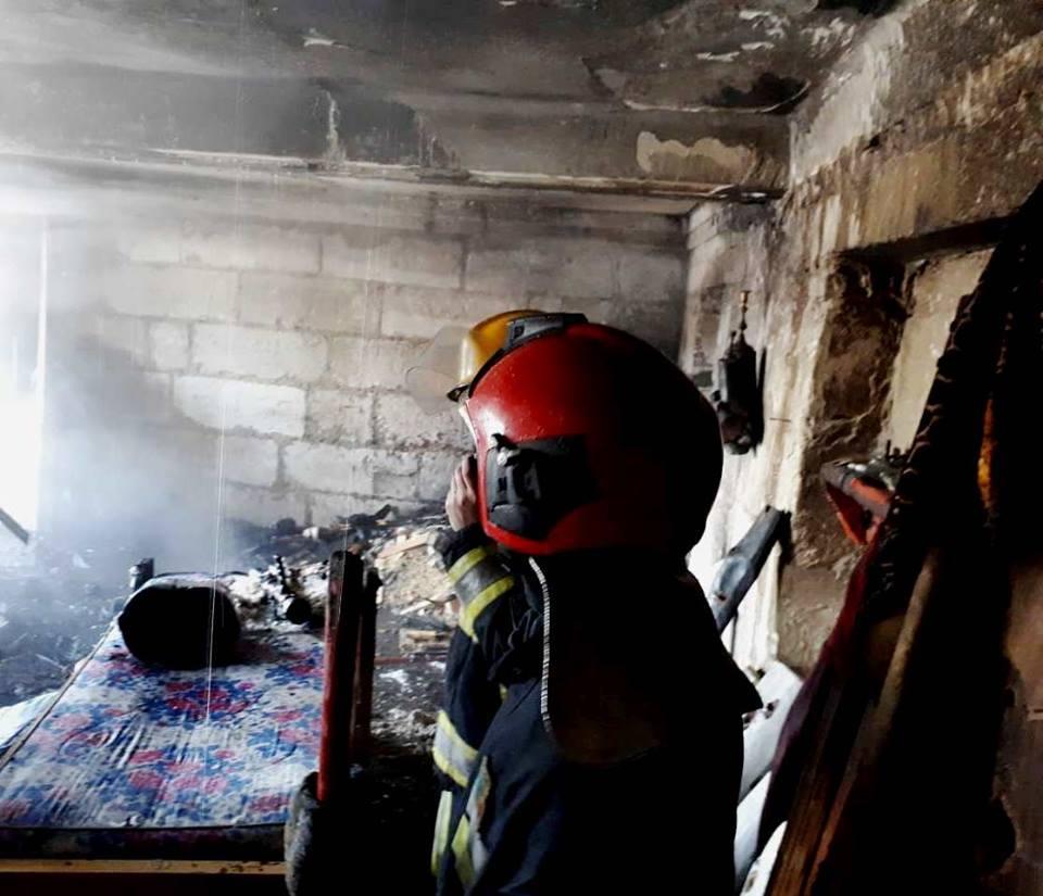 FOTO | Un bărbat din raionul Râșcani a suferit arsuri grave după ce locuința sa a luat foc