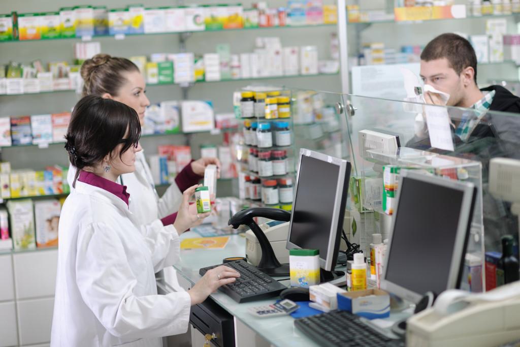 Sute de farmacişti au fost instruiţi cum să elibereze medicamente compensate
