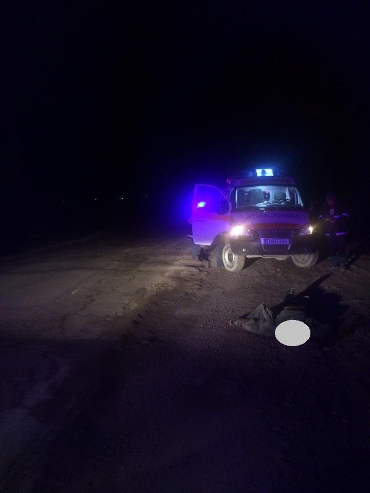 FOTO | Un bărbat de 70 de ani din Sîngerei și-a găsit moartea sub roțile unui automobil