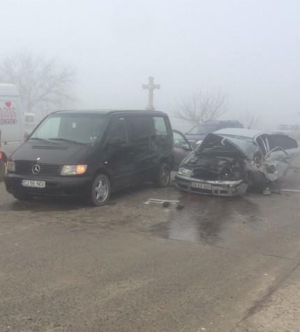 FOTO | Ceața face victime: accident grav la Sîngerei