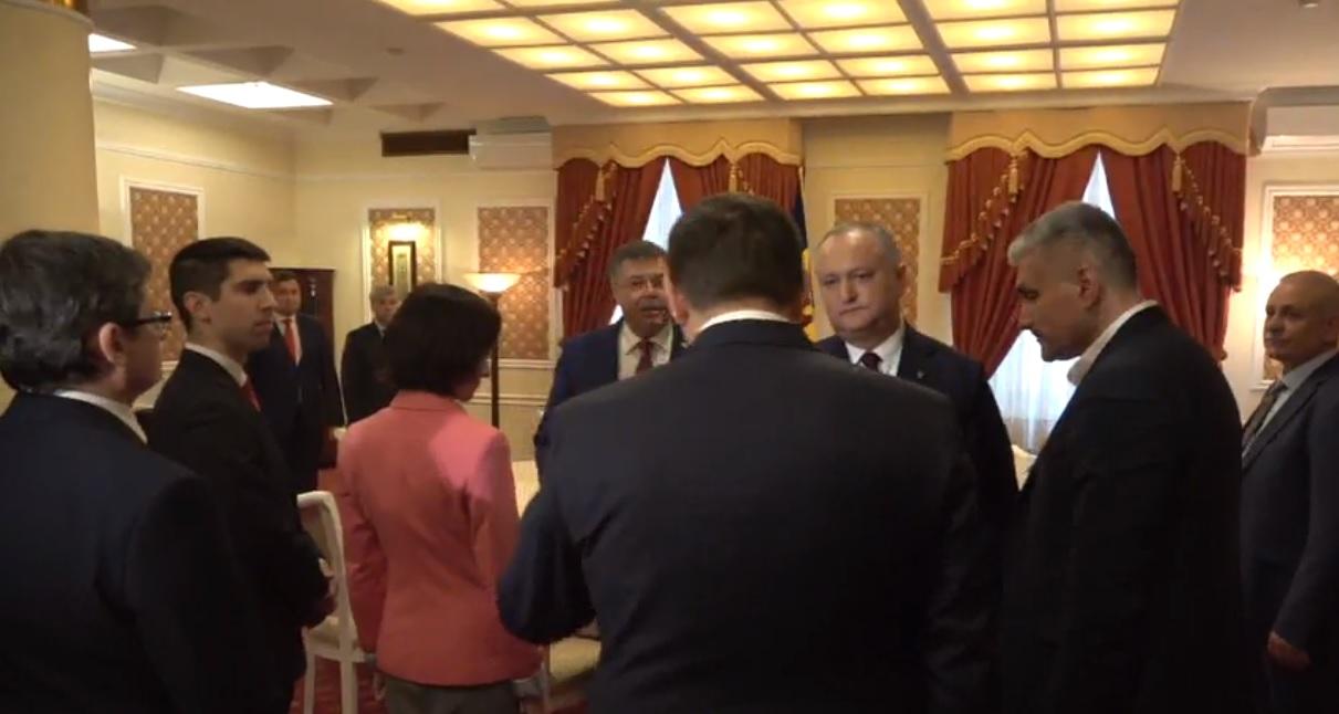VIDEO | Liderul PPDA Andrei Năstase nu a dat mâna cu Igor Dodon