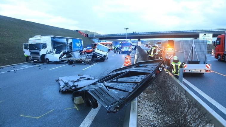 Germania // Doi moldoveni au ajuns la spital după un accident în lanț