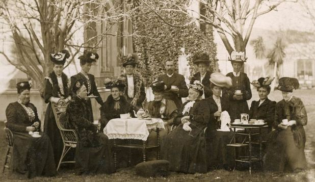 8 Martie, ziua în care femeile nu primeau flori şi luptau pentru drepturi elementare