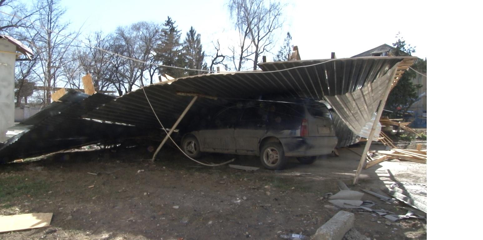 VIDEO | Vântul puternic a făcut ravagii în municipiul Bălți