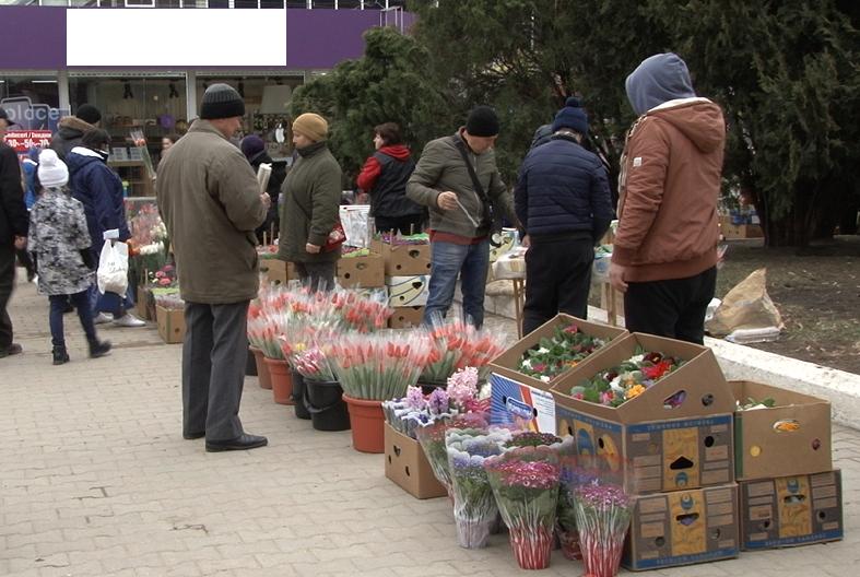 VIDEO | 8 martie- O zi în care bărbații și femeile cunosc prețul florilor