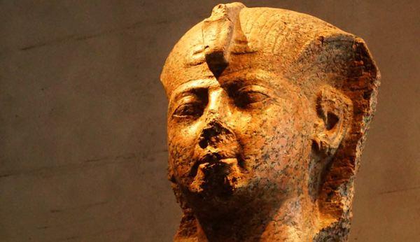 De ce multor statui din Egiptul antic le lipseşte nasul?