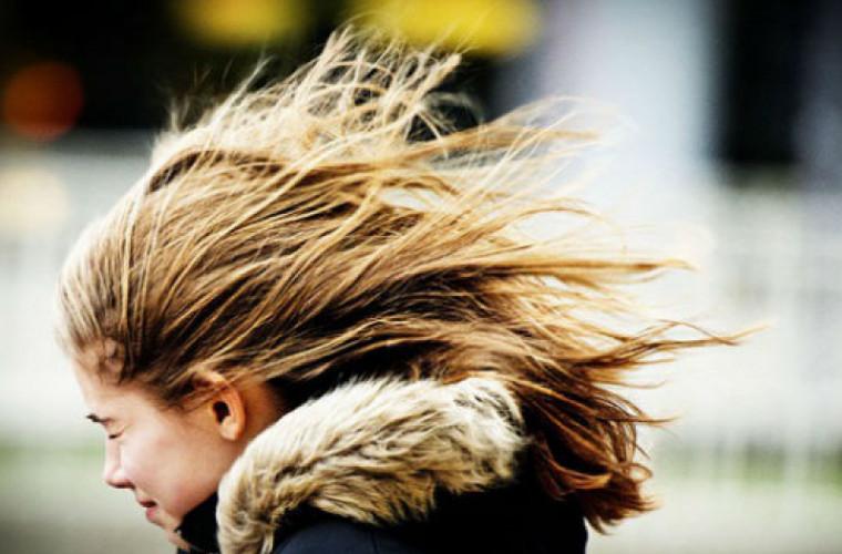 Meteorologii au emis cod galben de vânt pe întreg teritoriul republicii