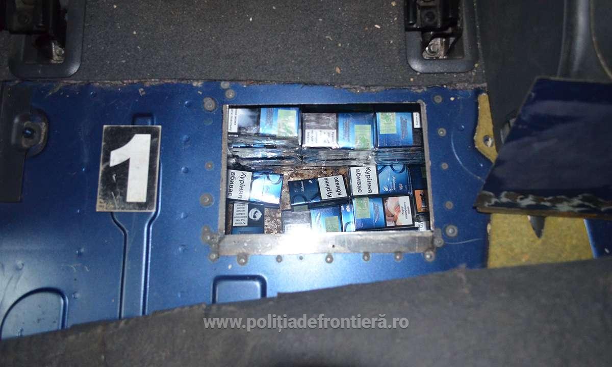 FOTO/VIDEO | Un Mercedes din R. Moldova,  plin cu ţigări de contrabandă, a fost confiscat la Iaşi