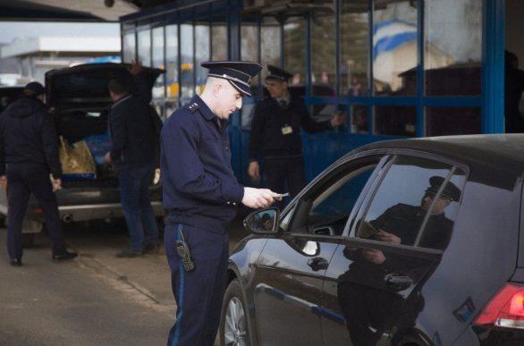 Moldovean rămas fără permis auto după controlul de frontier
