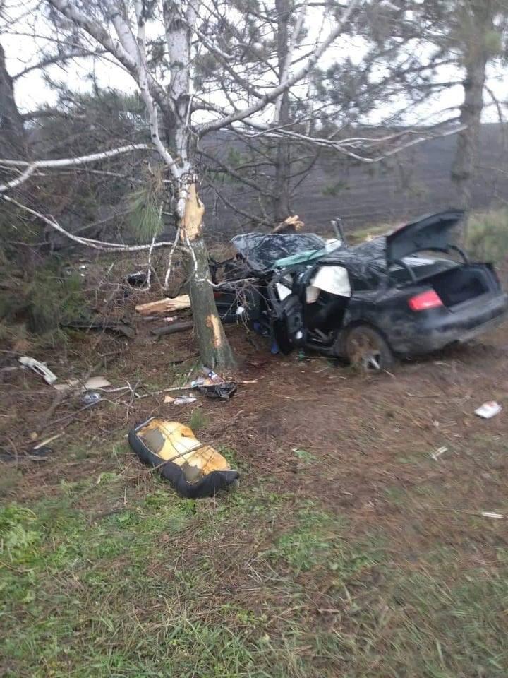 FOTO   Două mașini, făcute zob la Drochia. Tânărul de 24 de ani a murit pe loc