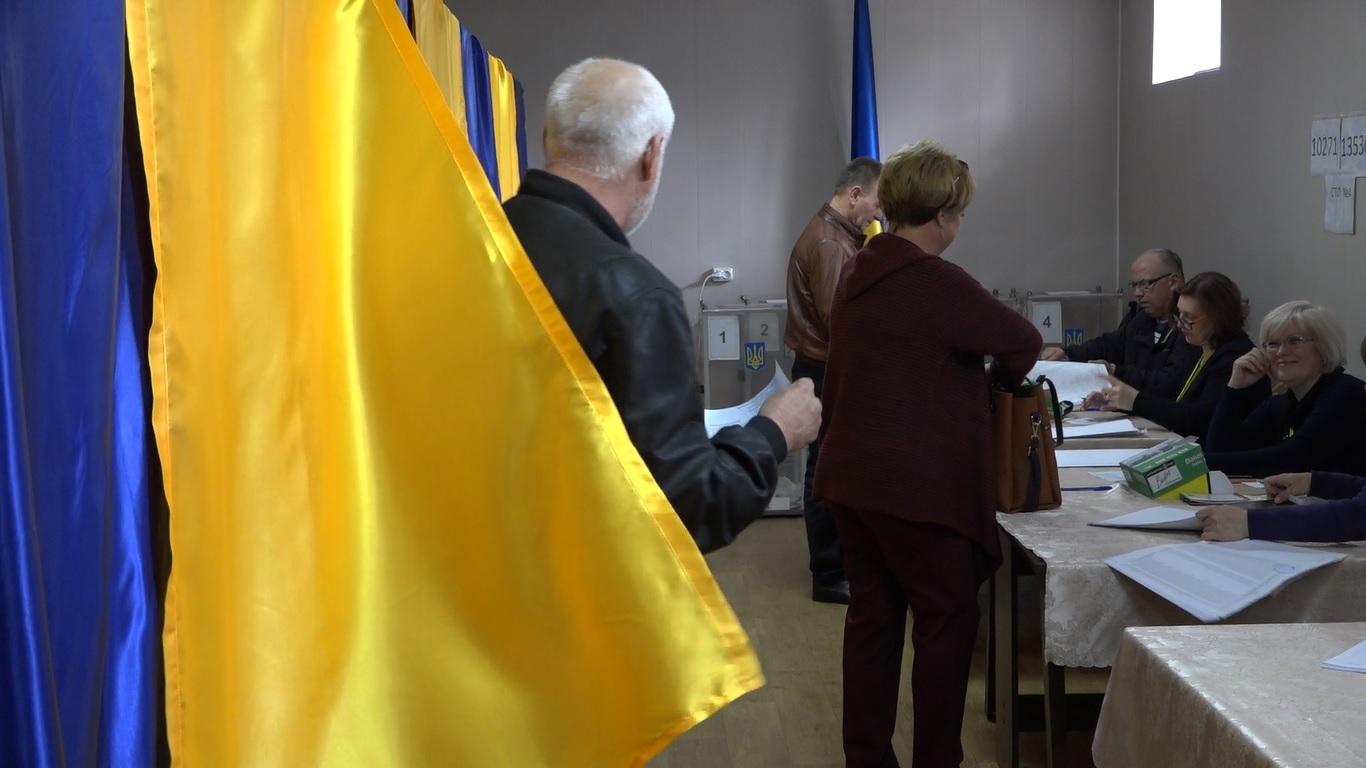 VIDEO | Alegătorii ucraineni din nordul republicii au votat pentru pace, bunăstare și integrare europeană
