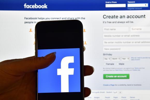 Facebook a copiat fără permisiune contactele a 1,5 milioane de utilizatori