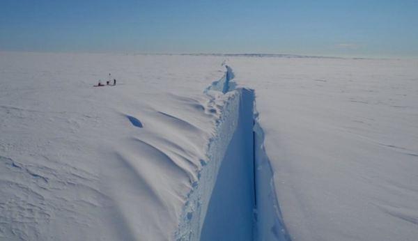 VIDEO | O secţiune uriaşă a gheţii din Antarctica, în apropierea căreia se află şi o staţie de cercetare, este pe cale să se desprindă