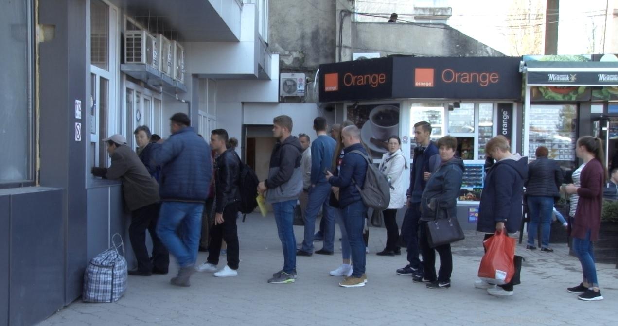 VIDEO | S-a instalat nebunia la Autogara din Bălți. Pleacă Moldova de-acasă