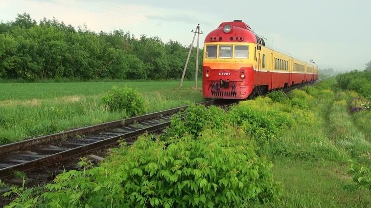 FOTO | Un adolescent a fost lovit de tren, la Ungheni. Mergea pe calea ferată cu căștile în urechi