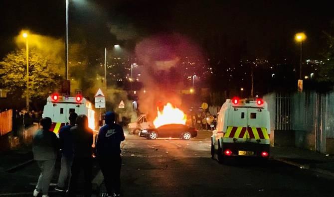"""Proteste violente în Irlanda de Nord: O tânără jurnalistă a murit în urma unui """"incident de natură teroristă"""""""