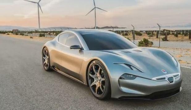 Vehiculele Tesla Model 3 filmează în secret pasagerii acestora. Explicaţiile lui Elon Musk