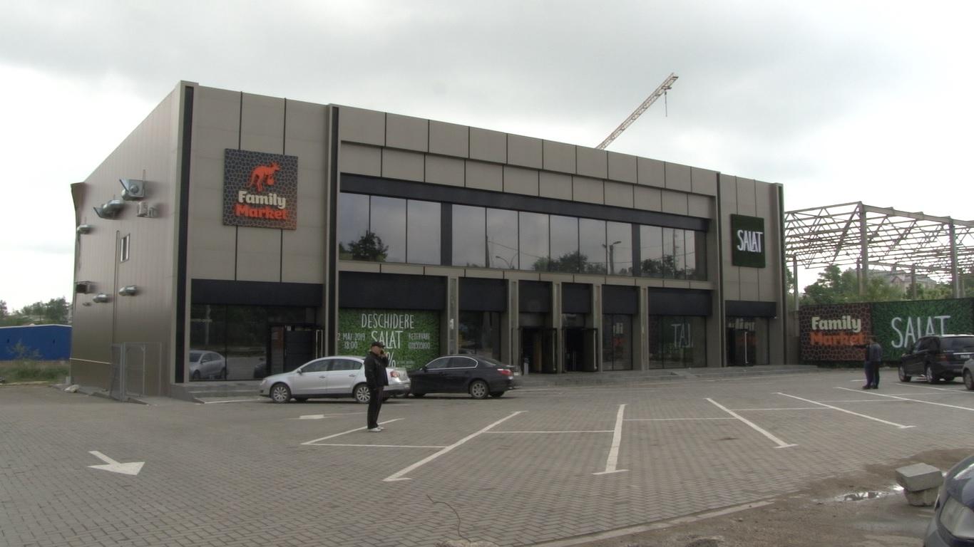 Clienții magazinului Family Market din Bălți continuă să vină indiferent de incendiu