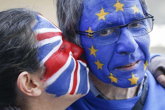 Ministru britanic, aspirant la funcţia de premier în locul Theresei May, cere scutirea cetăţenilor europeni de taxa pentru naturalizare după Brexit