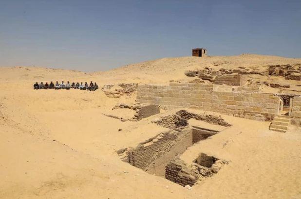 A fost descoperit un cimitir vechi de 4.500 de ani în apropiere de Giza
