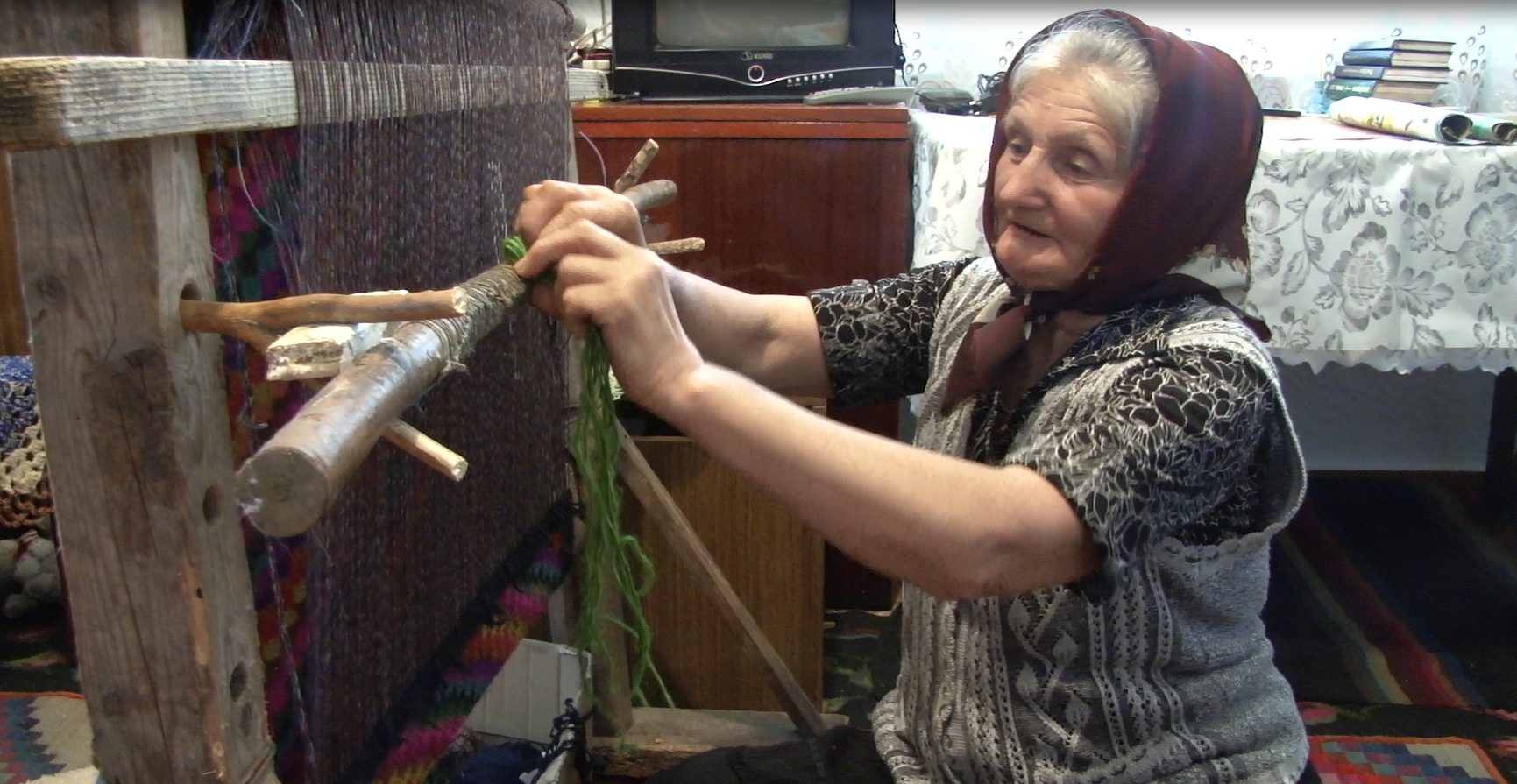 VIDEO | La Baraboi, Dondușeni se mai țes covoare moldovenești