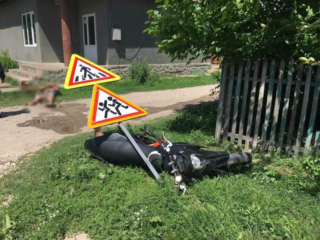 FOTO | Un tânăr de 19 ani din Copăceni, Sângerei a suferit un grav accident de motocicletă