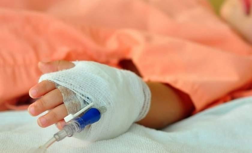 Fetița din Bălți, care a căzut în gol de la etajul opt, a fost transportată de urgență la Chișinău