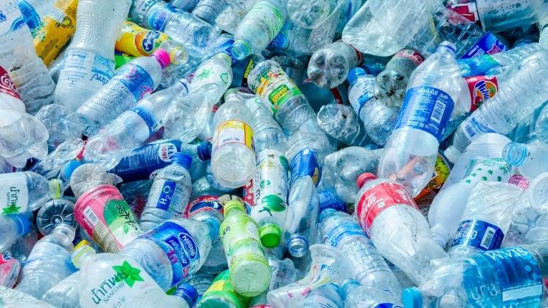 Consiliul Europei adoptă noi norme referitoare la materialele din plastic
