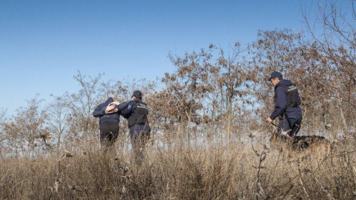 Cetățeni al Ucrainei, surprinsi în timp ce treceau ilegal frontiera R. Moldova