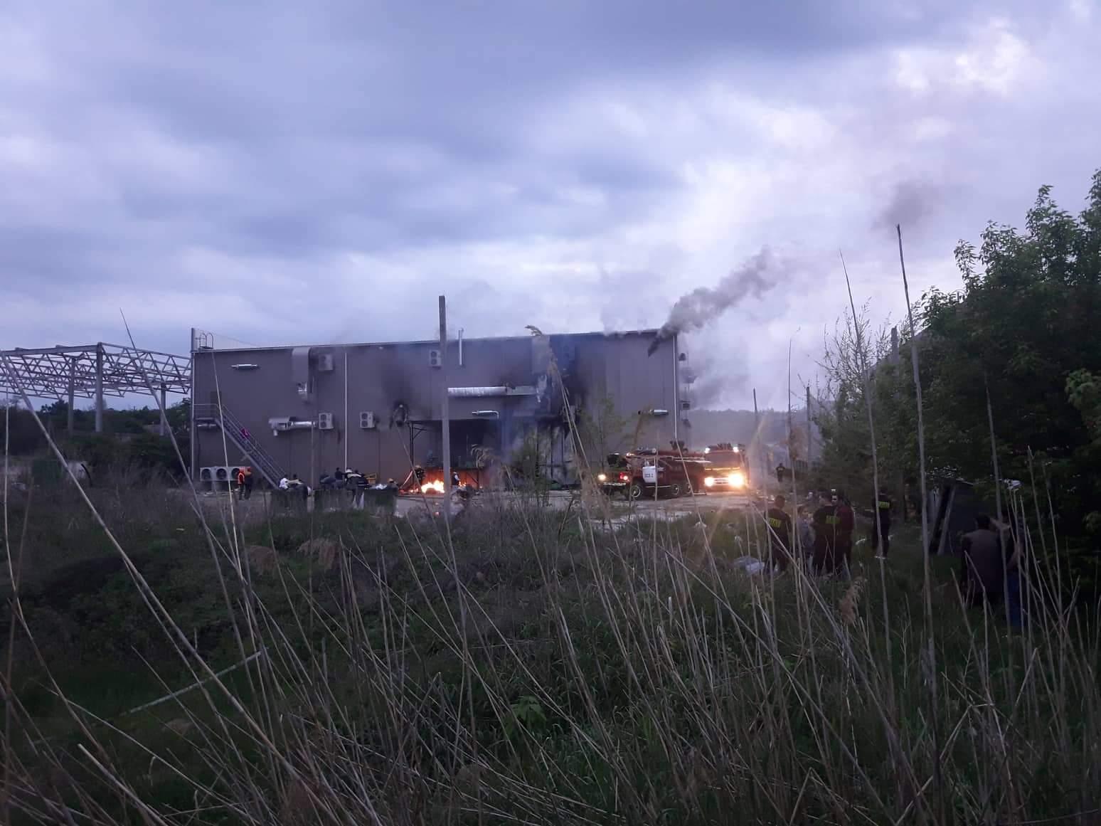 Video // Un Market nou deschis la Bălți, cuprins de flăcări