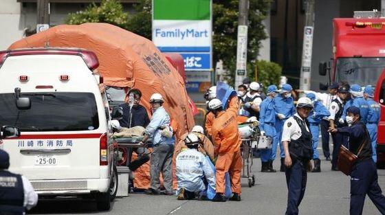 ATACUL din Kawasaki: Două persoane au murit, iar alte 18 au fost înjunghiate într-o staţie de autobuz
