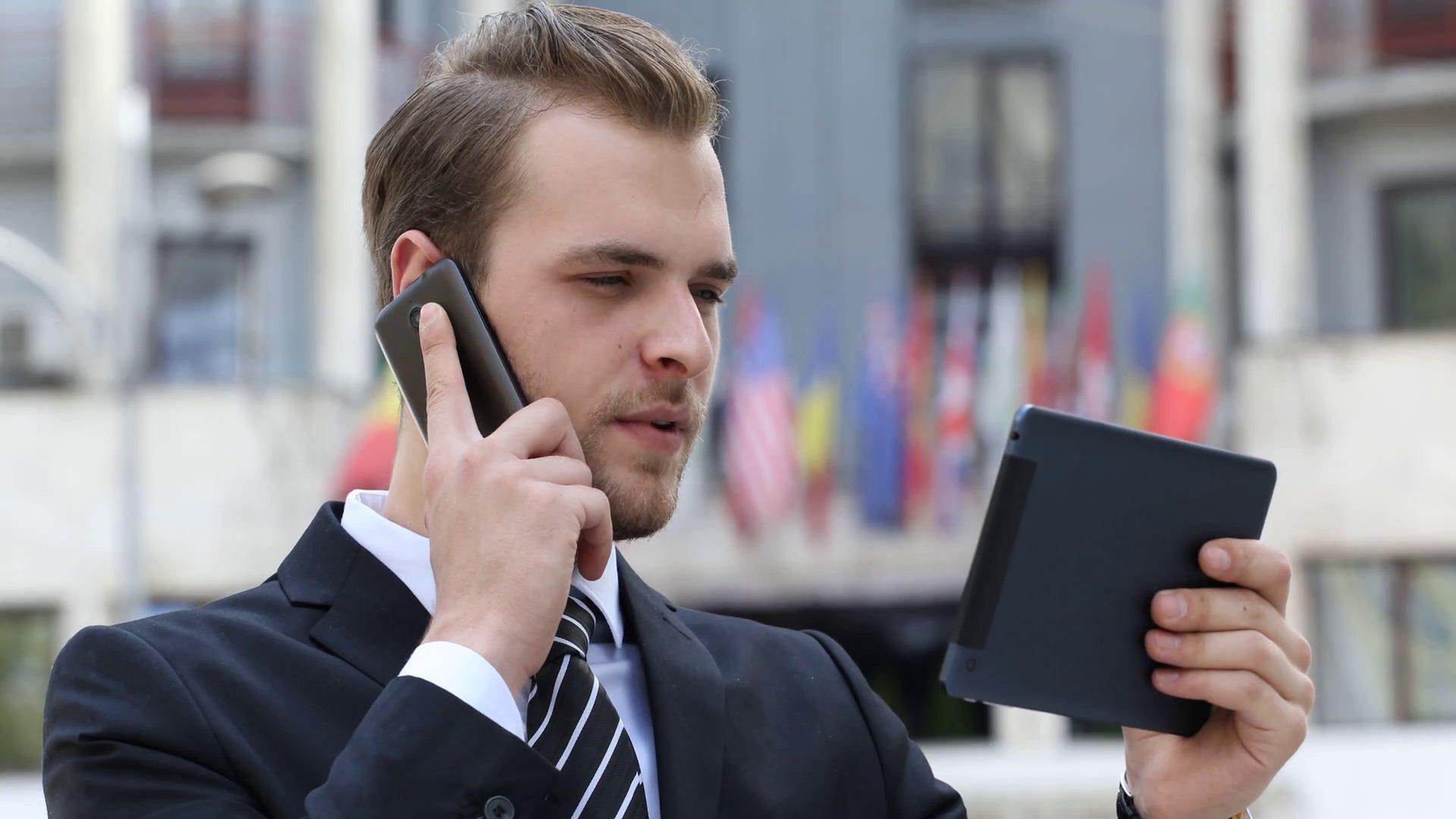 Apelurile telefonice și SMS-urile către alte ţări din UE vor fi mai ieftine